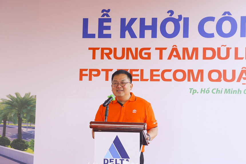 """""""Chúng tôi tin tưởng Data Center lớn nhất Việt Nam sẽ giúp những dữ liệu của Việt Nam ở lại Việt Nam mà không cần lưu trữ ở nước ngoài. Để đáp ứng nhu cầu cũng như thúc đẩy thị trường, FPT Telecom đã đầu tư và đưa ra thị trường các dịch vụ Cloud, các Data Center mới có thể hỗ trợ tối đa các tổ chức, doanh nghiệp trong quá trình chuyển đổi về hạ tầng, ứng dụng, quản lý, an toàn thông tin…"""", Chủ tịch FPT Telecom - anh Hoàng Nam Tiến chia sẻ tại buổi khởi công."""