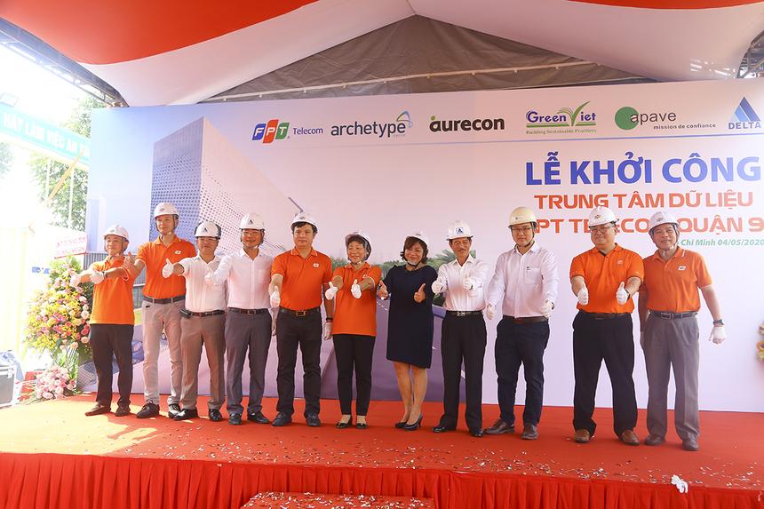 Nền tảng điện toán đám mây vững mạnh là hạ tầng cơ bản cho quá trình chuyển đổi số của các doanh nghiệp và kinh tế Việt Nam. Ngoài sự phát triển về hạ tầng Internet, để đáp ứng nhu cầu cũng như thúc đẩy thị trường, FPT Telecom đã đầu tư và đưa ra thị trường hàng loạt dịch vụ Cloud, đồng thời cũng là chủ sở hữu hệ thống Data Center lớn nhất tại Việt Nam nhằm hỗ trợ tối đa các tổ chức, doanh nghiệp trong quá trình chuyển đổi về: hạ tầng, ứng dụng, quản lý, an toàn thông tin…